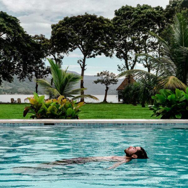 Foto huesped piscina maloca inn-min